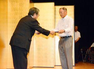 県発注の公共工事で表彰を受ける技術者=佐賀市の県立美術館ホール