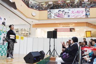香西かおりさん、佐賀市で新曲など披露