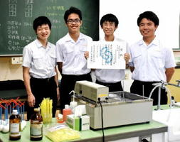 奨励賞を受賞したサイエンス部のメンバー=佐賀西高校