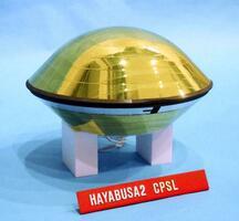 「はやぶさ2」が小惑星りゅうぐうで採取した試料を格納するカプセル(はやぶさ2搭載前、JAXA提供)