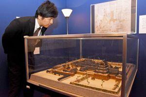 企画展では、佐賀城を再現して作られた模型も展示されている=佐賀市柳町の旧古賀銀行