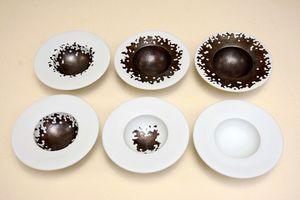 産業陶磁器部門最高賞に輝いた原田吉泰さんの「瑞雪」