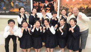7月のさが総文に向けて気合が入る佐賀東高演劇部のメンバー=佐賀市の同校