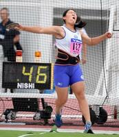 女子円盤投げ 52メートル71で優勝した斎藤真希=岐阜長良川競技場