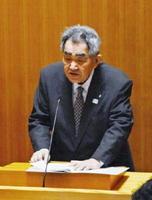 玄海原発の再稼働などについて答弁する岸本英雄町長=東松浦郡玄海町議会