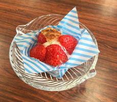 夏秋イチゴを使ったケーキの試作品