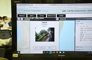 G空間情報収集システムでモニターに映し出される大雨被害に遭った現場の映像