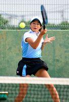 テニス女子団体決勝・唐津一―大和 シングルスで流れを引き寄せた唐津一の毛利優奈=佐賀市立テニスコート