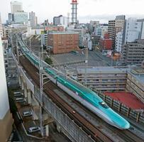全線再開し、東京に向けJR仙台駅を出発した東北新幹線の始発列車=24日午前6時6分