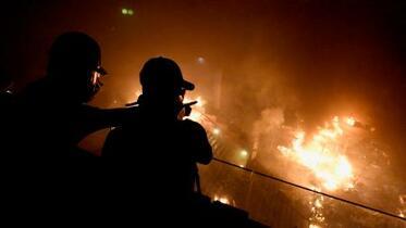 香港警察、占拠の理工大に突入