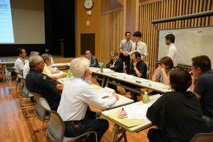 住民アンケートの調査結果が報告された富士町公共交通検討会議=佐賀市富士町のフォレスタふじ