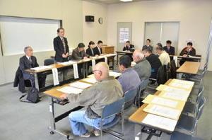 立候補予定者説明会には2陣営が出席した=上峰町役場