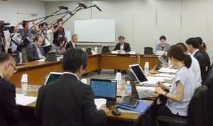 強制不妊問題で、一時金支給の可否を判断する「認定審査会」の初会合=22日午前、東京・霞が関