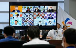 オンラインで開かれた関西広域連合の新型コロナウイルス感染症対策本部会議=23日午後、大阪市