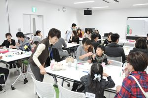 人間がそれぞれ持つ「特徴」について学んだ交流会=佐賀市青少年センター