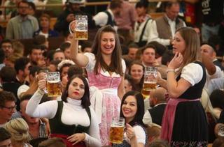 世界最大のビール祭り開幕