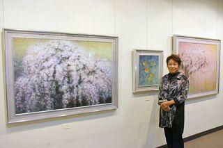 桜や梅、身近な花深い色合い 中野澄子さん(有田町)日本画展