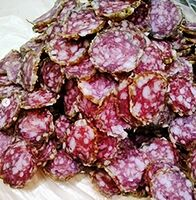 金賞を受賞した永渕ファームリンクの熟成サラミ
