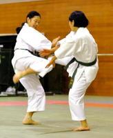 「守主攻従」の姿勢で、自分から攻撃をしかけないのが特徴の少林寺拳法