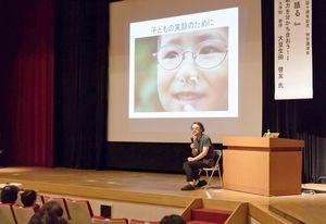 武雄市子育て総合支援センター開設10周年を記念して開かれた大豆生田啓友先生の特別講演会
