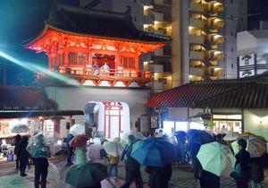 辰野金吾の没後100年で開かれたコンサート=武雄市の武雄温泉楼門