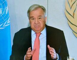 米ニューヨークの国連本部からオンラインで記者会見するグテレス事務総長=3月31日(共同)