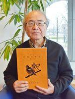「身の回りの野鳥に興味を持つきっかけにしてもらえたらうれしい」と語る、冊子「野鳥の会」第11号の編集委員長を務めた吉原敏郎さん=佐賀市の佐賀新聞社