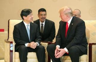 トランプ大統領夫妻招き会見