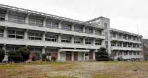 佐賀市がスポーツ合宿施設への整備を検討している旧富士小跡=佐賀市富士町古湯