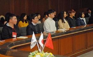 交流事業で来県した、中国と韓国の大学生たち=佐賀県庁