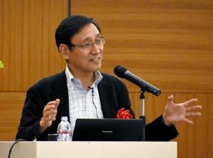 原子力政策でリスク評価と透明性確保の必要性を訴えた鈴木氏=佐賀市のホテルマリターレ創世