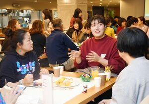 日韓関係について本音で語り合った参加者=佐賀市の佐賀県庁