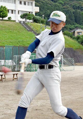 <2019夏輝く球児たち>武雄 出塁、犠打で好機を