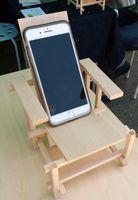 完成したミニチュアイスはスマートフォン置きなどに使用できる。
