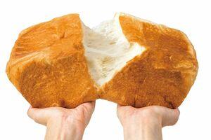 ふわふわで口当たりのよい食感のほか、黒糖や生クリームの甘みなどが味わえる高級食パン(提供)