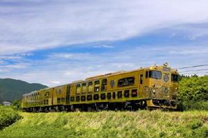 23日に特別企画として佐賀経由で佐世保-唐津間を走るJR九州のスイーツトレイン「或る列車」(提供写真)