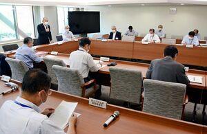 市有施設の県外利用制限の解除を決めた新型コロナウイルス感染症対策本部会議=佐賀市役所