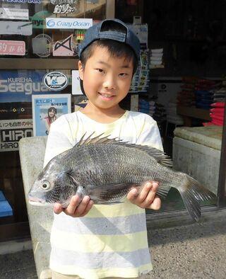 唐津東港で42センチチヌ 成和小3年・宮崎君半年ぶりの大物