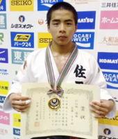 60㌔級で優勝した佐賀工1年の近藤隼斗=大阪府の東和薬品RACTABドーム