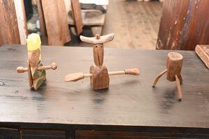 家具の端材を活用した木工作品