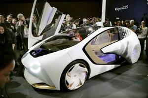 4日、米ラスベガスで披露されたトヨタ自動車の試作車「Concept 愛i」(AP=共同)