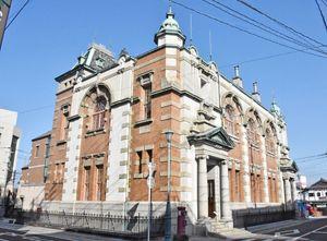 市民団体が「辰野金吾の名を冠した別称を」と署名活動を始めた旧唐津銀行本店=唐津市本町