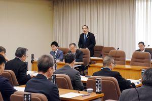 中小企業の事業承継支援などを質疑する農林水産商工常任委員会=佐賀県議会