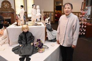 旧唐津銀行の会場で、創作人形の作品展を開いている野田幸子さん=唐津市本町