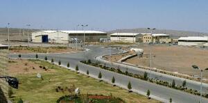 イラン・ナタンズのウラン濃縮施設=2005年3月(ロイター=共同)