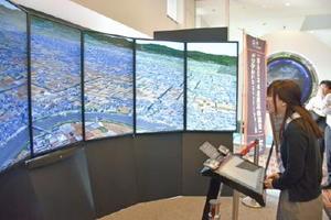 大型画面で世界文化遺産を体験することができる展示=佐賀市の佐野常民記念館