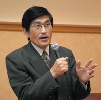 「日本人が忘れてしまったこと」のテーマで講演する宮田修さん=鳥栖市のホテルビアントス