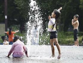 続く猛暑、静岡で37度超