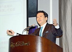 佐賀県の新型コロナウイルスへの対応を振り返った山口祥義知事=佐賀市のホテルニューオータニ佐賀