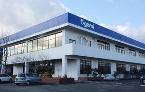 2月1日に稼働する戸上コントロールの第1工場。本社機能も備える=佐賀市久保泉町